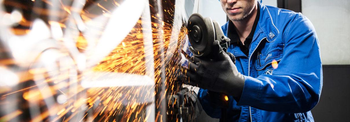 Werkstatt-Arbeiten im Autohaus Bosch