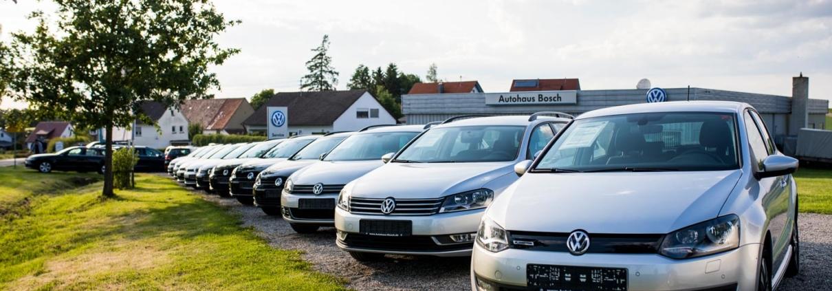 Auf dem Hof des Autohauses Bosch in Schnürpflingen-Ammerstetten stehen viele Gebrauchtwagen. Hier findet jeder Kunde das passende Fahrzeug.